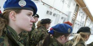 ملابس داخلية نسائية لمجندات الجيش السويسري