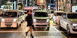 هكذا يعبر اليابانيون الطرق العامة – فيديو
