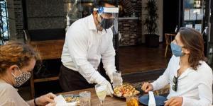 انتبه من المطاعم حتى لو أخذت اللقاح.. إليك التفاصيل