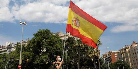 غضب في إسبانيا بعد تطعيم شقيقتي الملك السابق في أبو ظبي