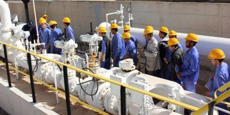 عمال النفط في ليبيا : خفض الإنتاج لحين زيادة الرواتب