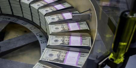 حكومات العالم تقترض 12.6 تريليون دولار في 2021