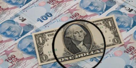 الليرة التركية تواصل تراجعها والبنك المركزي على المحك