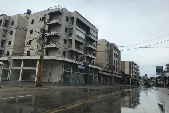العاصفة تجبر اللبنانيين على الالتزام بقرار الإقفال